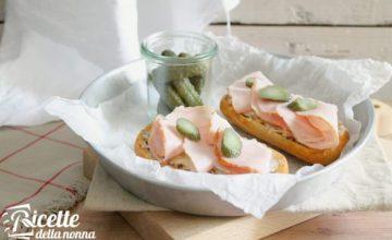 Crostone con formaggio e prosciutto