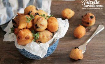 Pettole alle acciughe e olive
