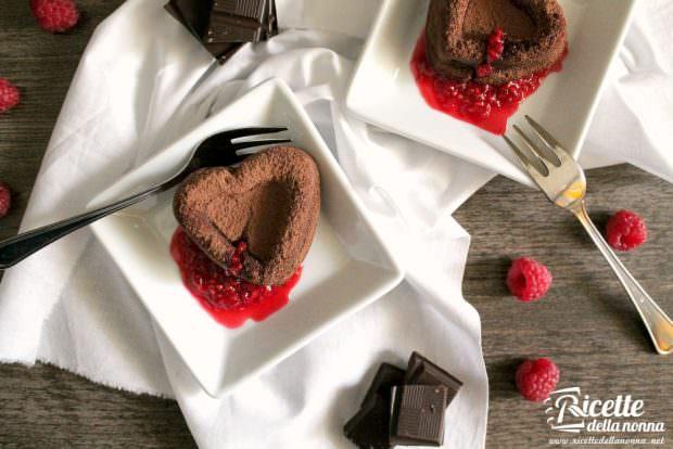 """""""Bloody Hearts"""" : cuori fondenti al cioccolato e lamponi"""