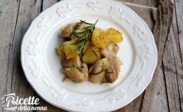 Bocconcini di pollo con patate e semi di papavero