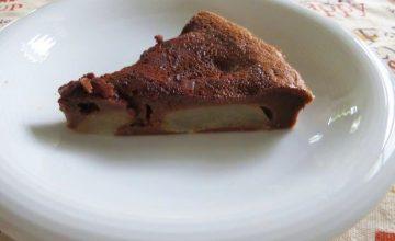 Clafoutis di pere, cioccolato e cannella