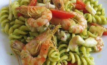 Fusilli al pesto in riviera
