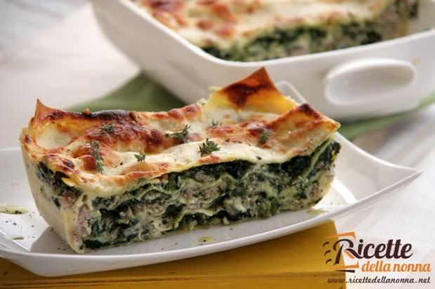 Lasagna bianca con spinaci e salsiccia