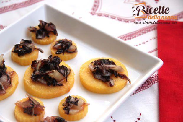 Medaglioni di polenta con radicchio caramellato