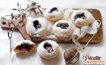Muffin di Natale con confettura di lamponi