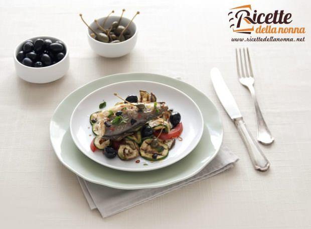 Nasellini al forno con verdure grigliate all'origano fresco, cucunci e olive nere