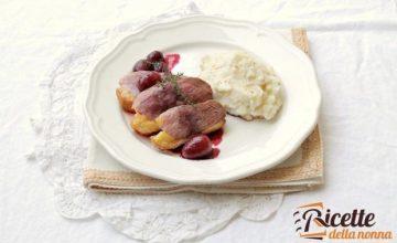 Petto d'anatra con salsa d'uva al Porto e purè di sedano rapa