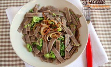 Pizzoccheri con broccoli e cipolle