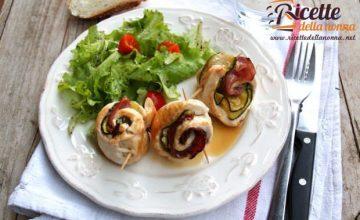 Involtini di pollo con zucchine e speck