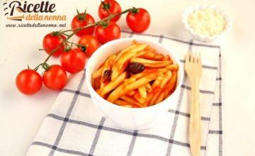 Caserecce al pomodoro e olive