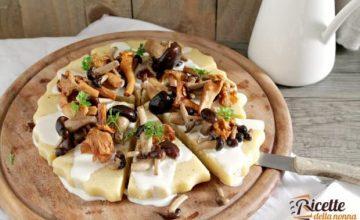Antipasto ai funghi, polenta e formaggio