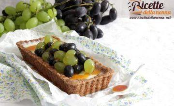 Crostata con uva caramellata e noci