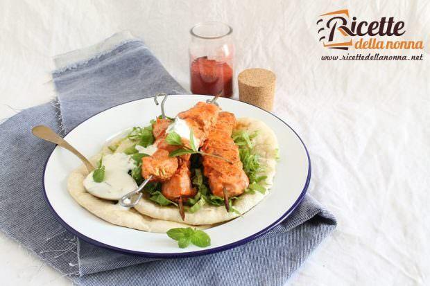 Spiedini di pollo tandoori con salsa allo yogurt
