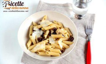 Penne alle olive nere e pecorino