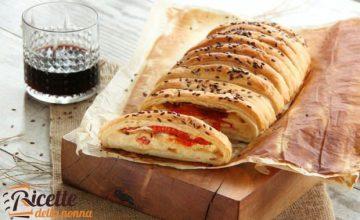 "Torta salata ""morbidona"" con peperoni e Rosa Camuna"