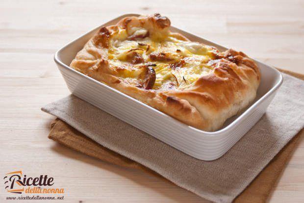 Sfoglia di wurstel, patate e formaggio