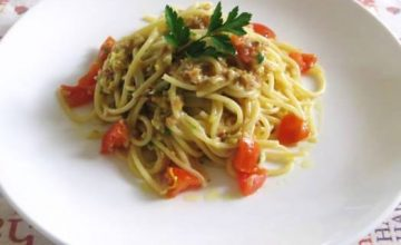Spaghetti ai porri, nocciole e parmigiano