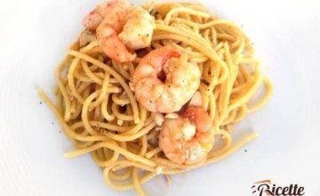 Spaghetti con gallinella e gamberi