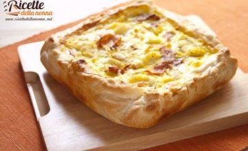 Torta salata con speck, cavolfiore e mozzarella