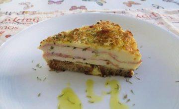 Torta di pane, pollo e crema di salsa mornay