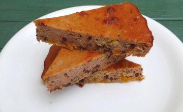 Torta rustica con albicocche, noci e cioccolato