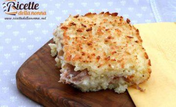 Tortino di riso saporito con mozzarella e mortadella