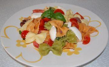 Insalata di pasta con mozzarella