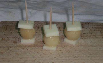 Spiedini di pera e pecorino