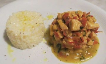 Pollo al curry, speck e verdure
