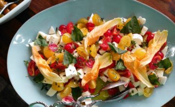 Fresca insalata mista con fiori di zucca: prepariamola insieme!