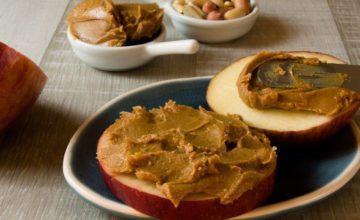 Avete mai provato a fare il burro di mele? È davvero delizioso (e 100% VEG!)