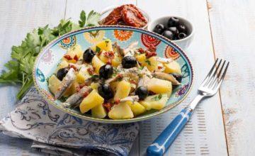 Saporita insalata di patate e acciughe: ingredienti e ricetta passo per passo!