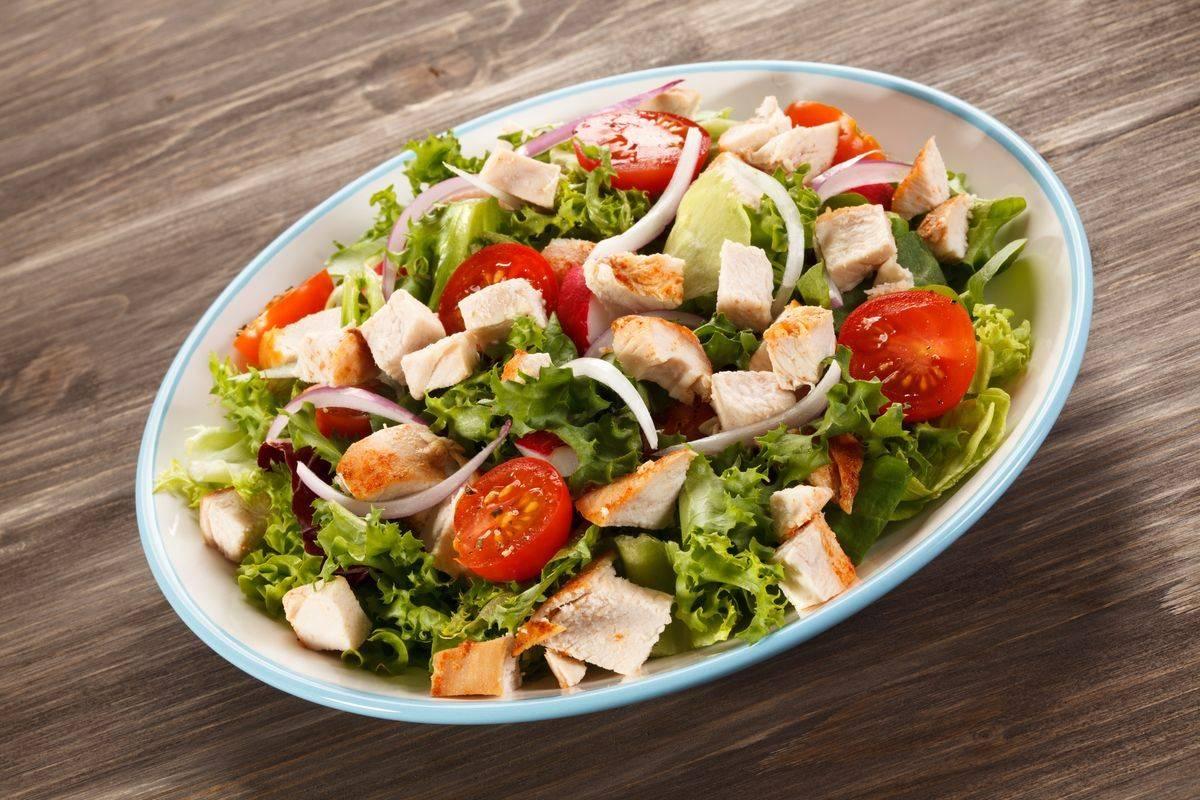 Tutti i segreti dell'insalata di pollo: ecco come prepararla a regola d'arte!