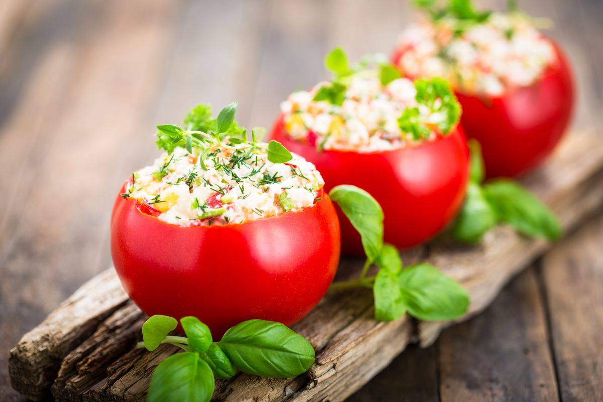 Pomodori ripieni con insalata russa: da provare assolutamente!
