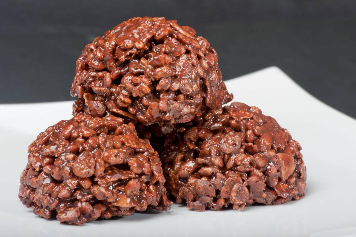 Deliziosi cioccolatini fondenti al riso soffiato: i dolcetti senza glutine
