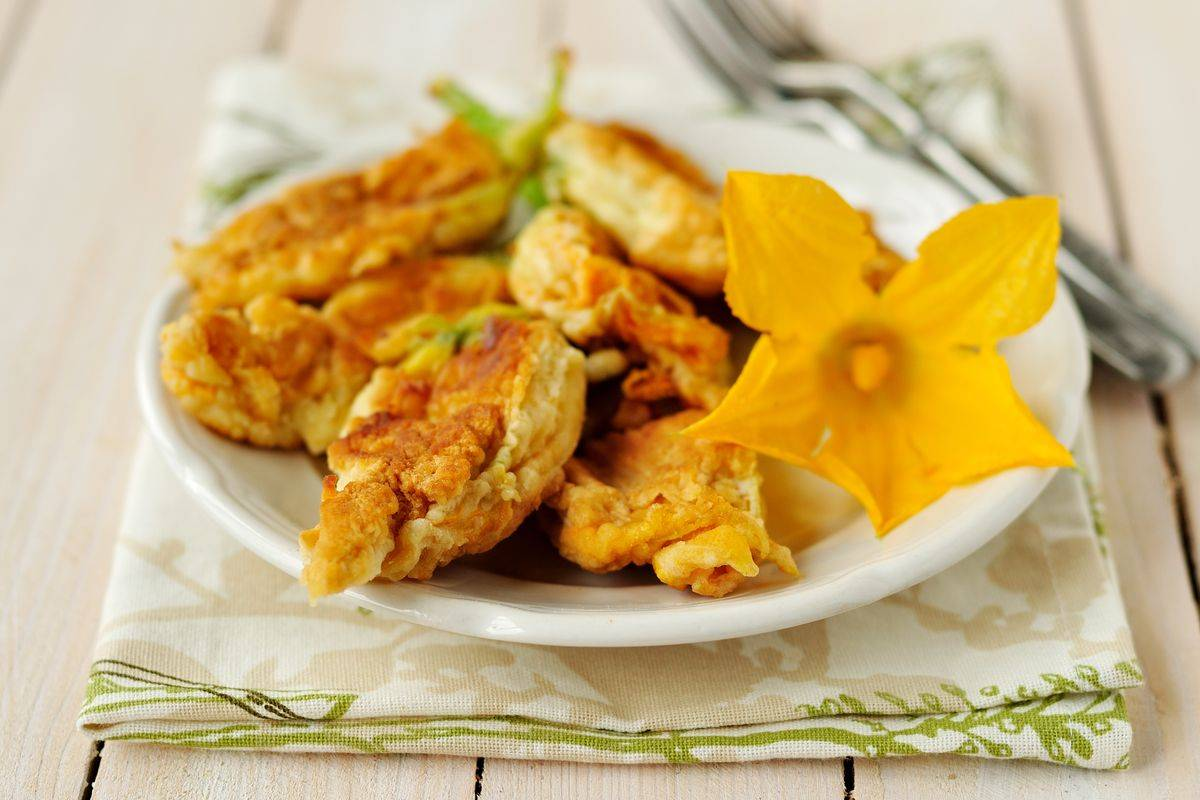 Fiori di zucca fritti con pastella senza uova