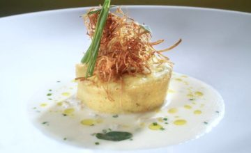 Flan di topinambur con tartufo bianco d'Alba e fonduta di formaggi