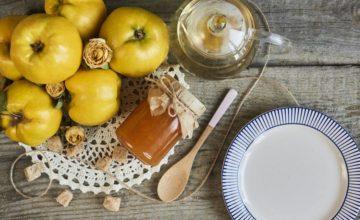 La ricetta tradizionale della marmellata di mele cotogne (e della cotognata)