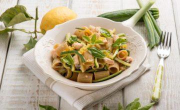Pasta fredda zucchine e salmone fresco: facile e buonissima!
