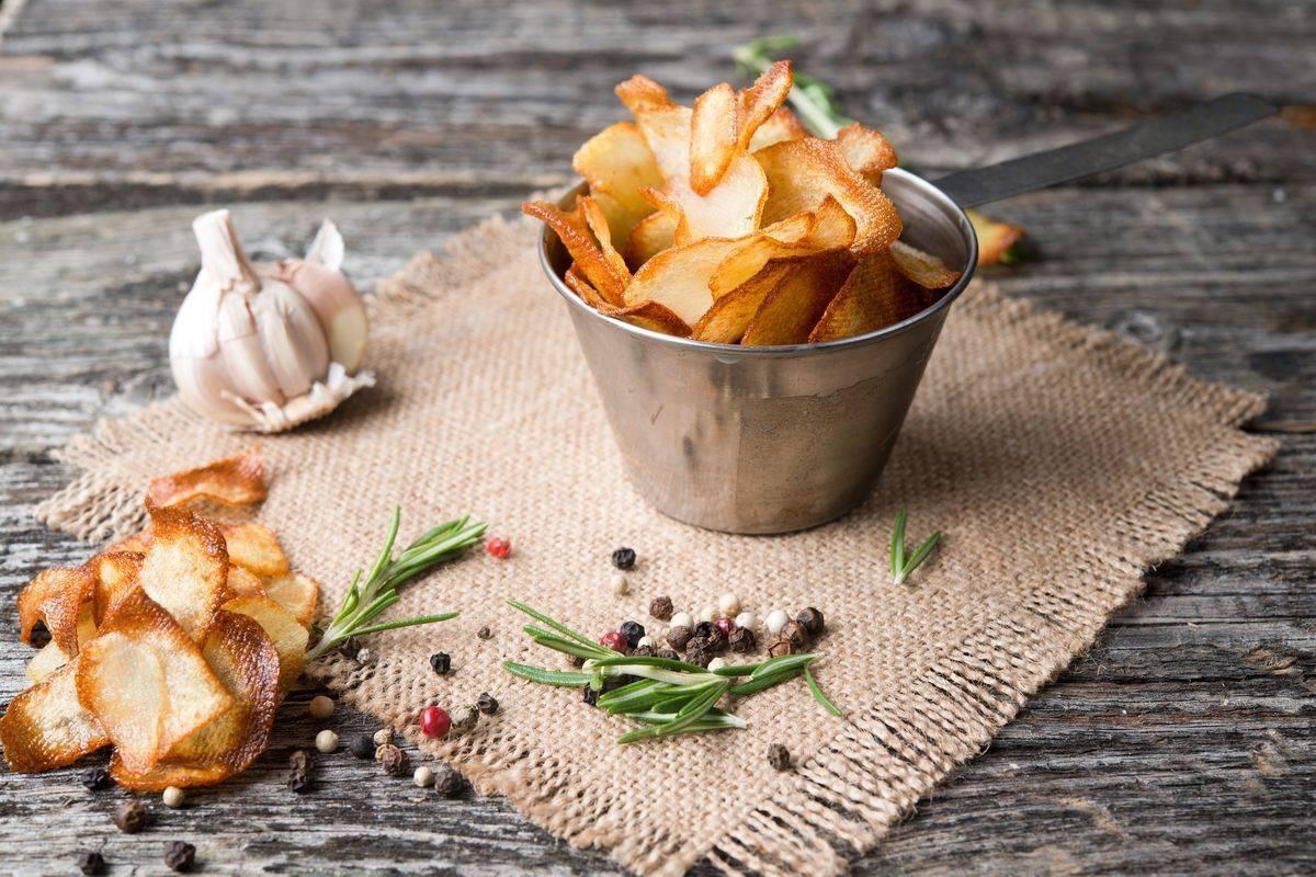 Come fare le patatine fritte: in padella, al forno, con la buccia… ecco tutti i segreti!