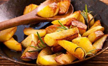 Un contorno classico: ecco a voi la ricetta delle patate in padella, veloci e croccanti!