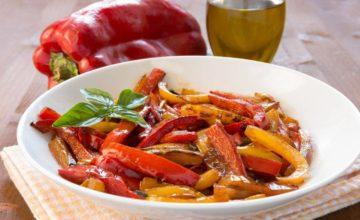 Come fare la peperonata: ricetta classica e al forno del celebre contorno siciliano!