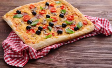 Serata fra amici o in famiglia? Allora ci vuole la pizza in teglia fatta in casa!