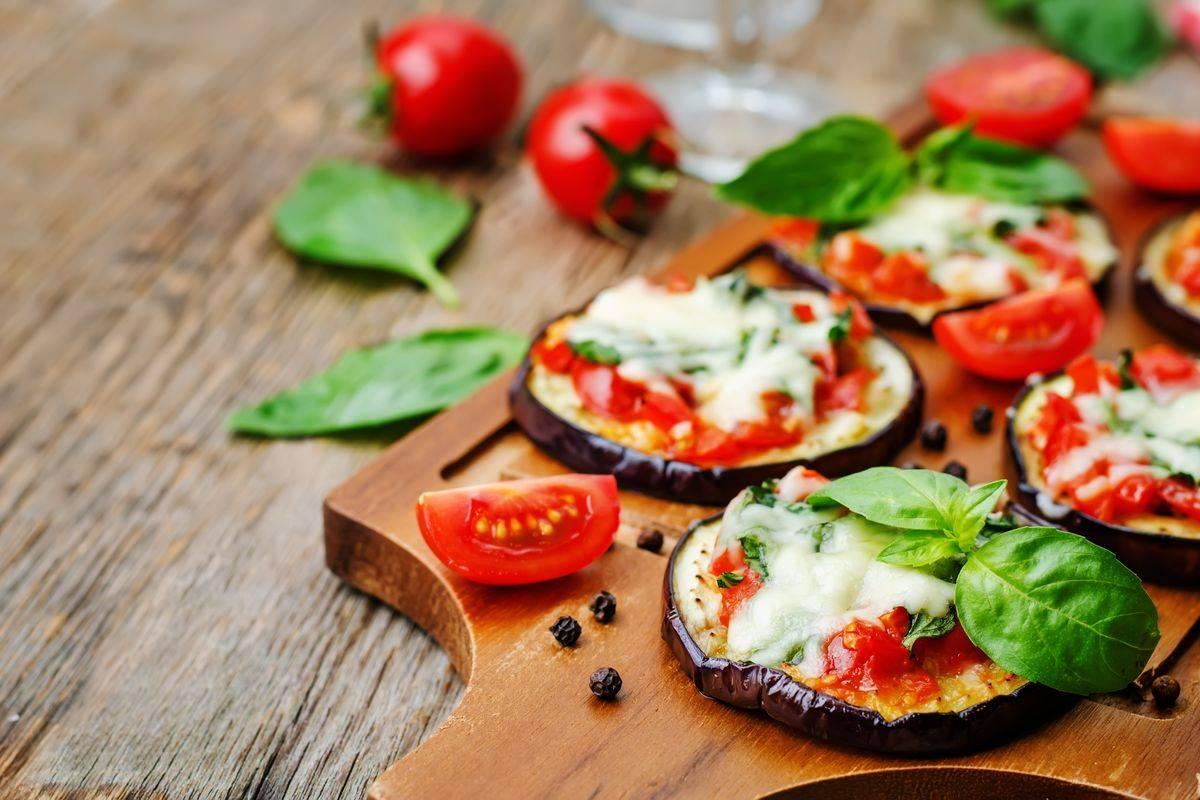 Pizzette di melanzane al forno: un antipasto leggero e sfizioso