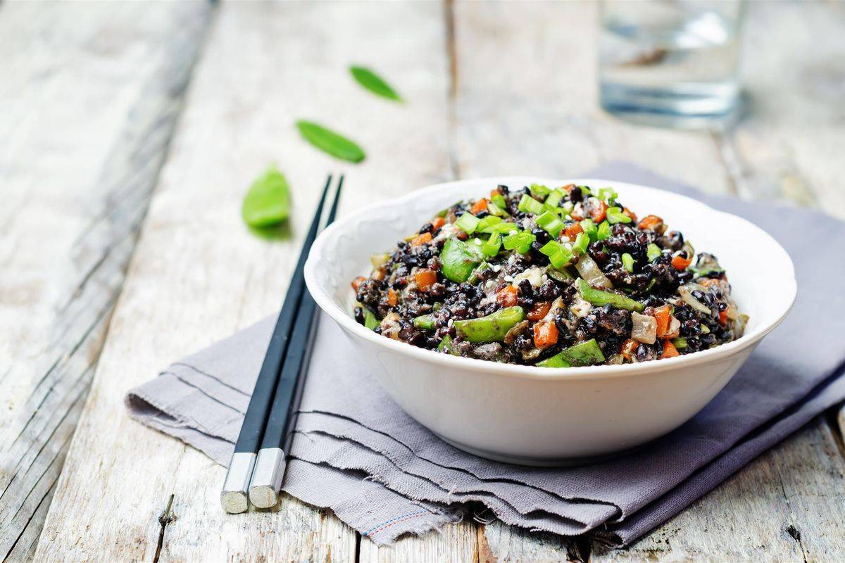 Riso venere con zucchine allo zenzero: un piatto sfizioso e senza glutine