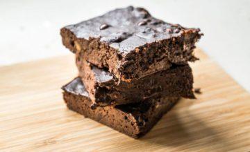 Deliziosa torta al cioccolato e farina di carrube senza glutine