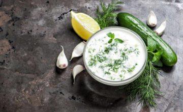 Che buono il Tzatziki: la ricetta per la salsa greca con yogurt e cetriolo!
