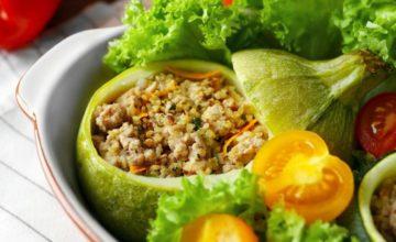Prepariamo insieme le zucchine ripiene vegan: un piatto delizioso!