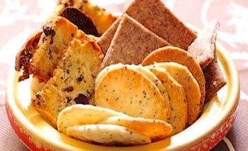 Crackers alle cipolle e semi di papavero