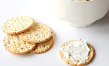 Crema di formaggio al rosmarino e timo